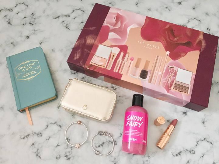 Christmas 2017 : Gift Guide for the GirlieGirls