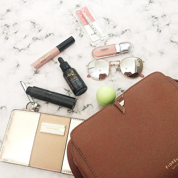 What's in my Handbag : Summer 2018 Edition